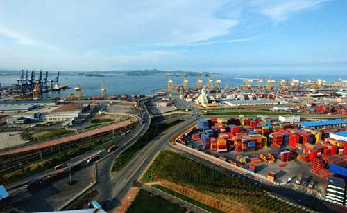 青岛前湾保税港区,天津东疆保税港区和大连大窑湾