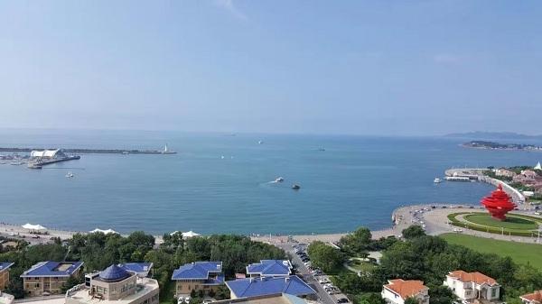 今年恰逢奥运年,为传承奥运 扬帆青岛、助推城市蓝色跨越,青岛市人民政府联合国家体育总局水上运动管理中心、中国帆船帆板运动协会、北京奥运城市发展促进会于2016年8月5日至8月14日举办2016第八届青岛国际帆船周青岛国际海洋节,组织开展了青岛国际帆船赛、市长杯国际帆船绕岛赛、青岛国际OP帆船营暨帆船赛等竞赛项目,邀请俄罗斯籍帕拉达号大帆船访问青岛进行文化交流,进一步拉升了青岛作为重点旅游城市的人气。   根据组委会安排,青岛海事局承担了赛事水域巡查监护及参赛船只警戒保障任务,为