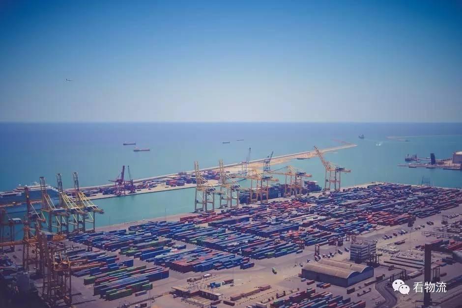 所谓港口物流,是指中心港口城市为了强化对港口周边物流活动的辐射能力,利用自身资源、区位优势,并以先进的物联网技术、完备的硬件设施,发展具有涵盖港口物流关联产业的综合服务的一种活动。作为全球综合运输网络的节点,港口物流的功能在不断增加。当前,中国已成为世界上重要的海运大国,港口物流的贸易活动也在不断增加。据国际海事信息网资料显示,全球大宗海运和集装箱业务中,19%及20%的运输工作在中国进行,而60%-70%的新增大宗海运也运往中国。据中国水运网资料显示,2016年1月至10月间,我国大型港口货物吞吐