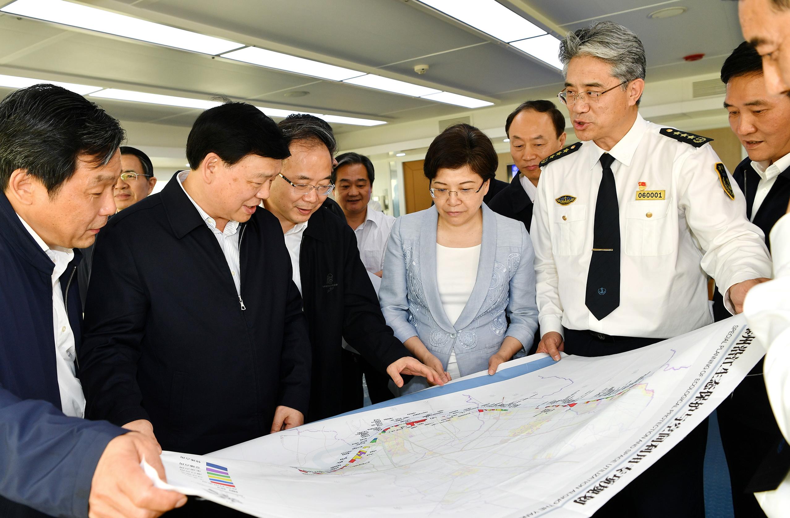 江苏省委娄勤俭书记一行就深入落实长江经济带发展战略进行专题调研