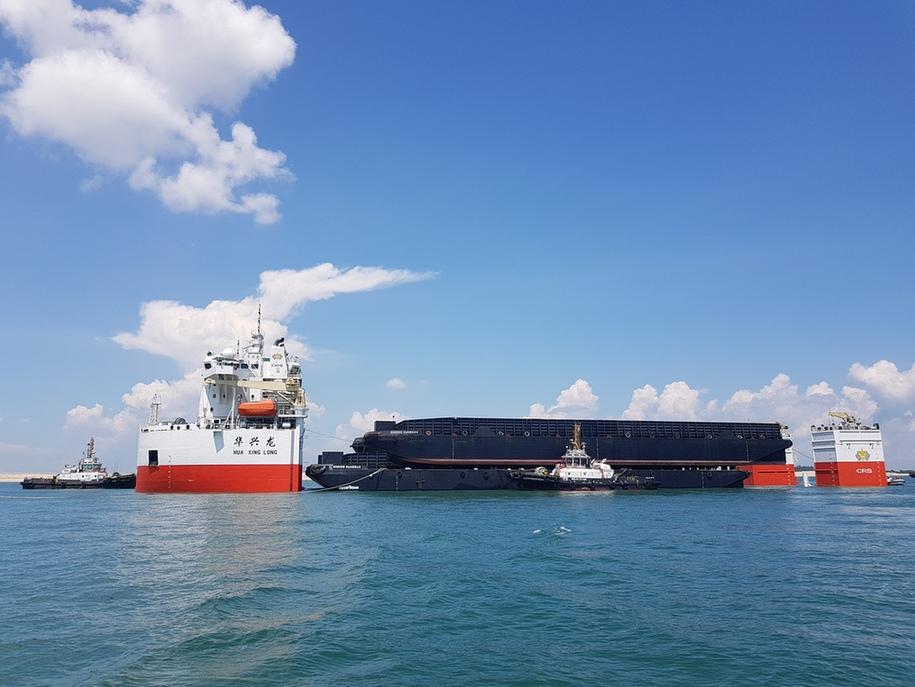 """广州打捞局12000吨抬浮力打捞工程船""""华兴龙""""轮首航"""
