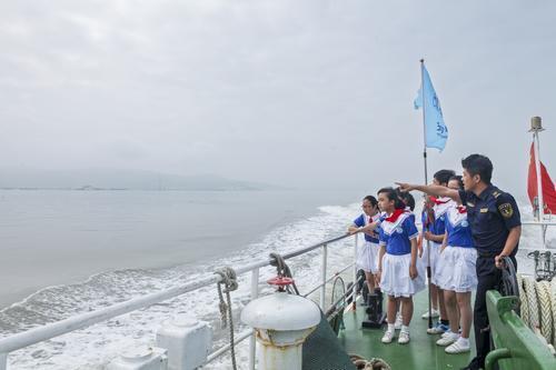 台州玉环海事处赶赴海山岛为师生们送上水上安全知识培训课