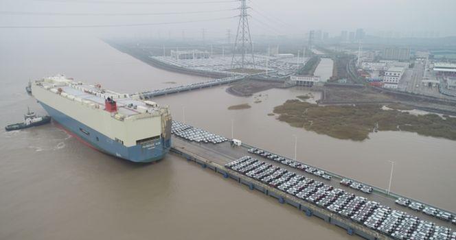 宁波舟山港迎来首条外贸滚装航线 2300辆国